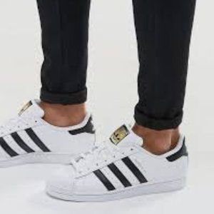 ADIDAS ~ SUPERSTAR SNEAKERS ~ 8 / 8.5 ~ GOLD LOGO